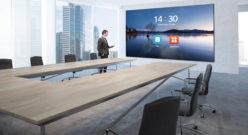 """LG PRESENTA IL NUOVO LED screen 136"""" all-in-onePERFETTO PER DIGITALIZZARE IN MODO SEMPLICEQUALSIASI SPAZIO IN AMBITO BUSINESS"""